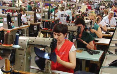 muncitori-industria-usoara-31
